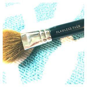 ‼️4/$10 bareMinerals Flawless Face Kabuki Mini